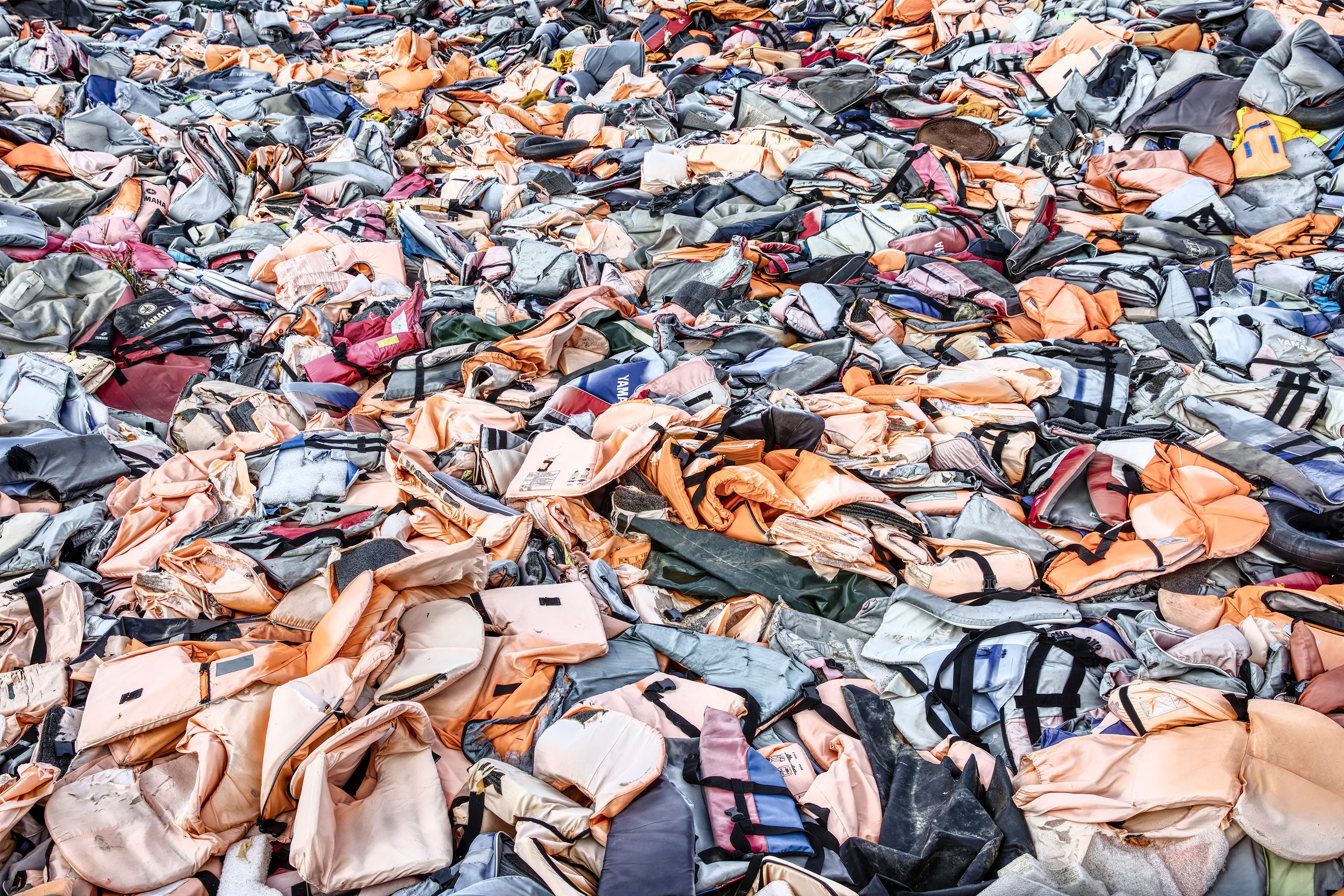 https://kustantamo.sets.fi/assets/uploads/sites/2/2018/11/the-drowned_lifevest_graveyard_lesbos_creece_1-1.jpg